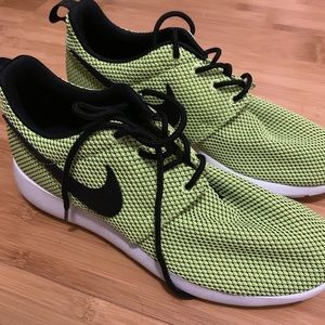💥2/$60💥NWOT Nike Fluo Yellow Running Shoes